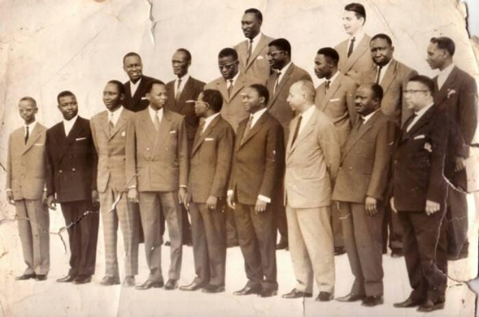 SOUVENIR : composition du premier gouvernement du Sénégal formé le 17 septembre 1960 par le président Léopold Sédar Senghor