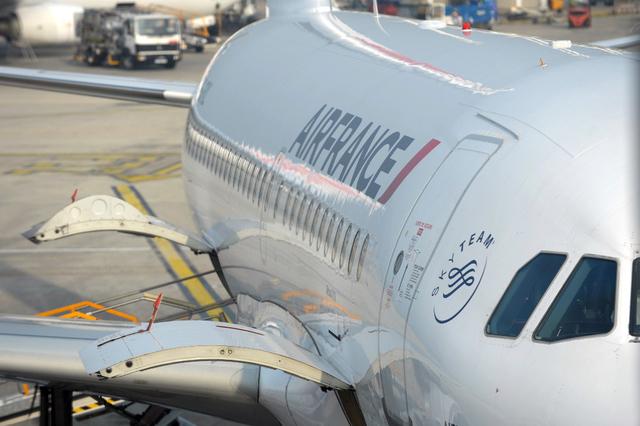 Elle accouche à bord d'un vol de nuit Dakar-Paris