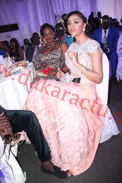 Diner de gala : Sokhna Aidara, la femme de Wally Ballago Seck en compagnie des amis de son mari