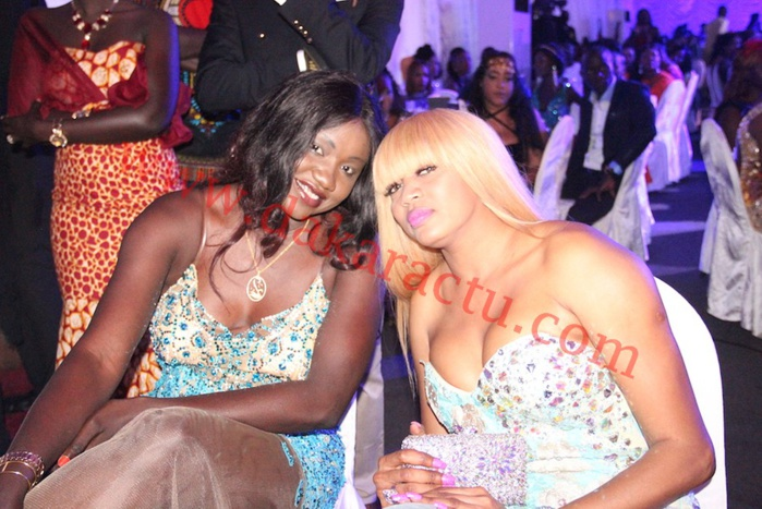 Diner de gala de Wally Ballago Seck : Oumou Provocation en compagnie de son amie Collé Faye