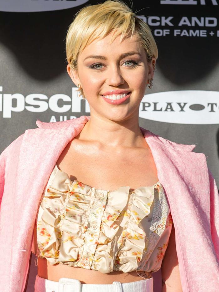 Miley Cyrus crée une fondation pour venir en aide aux jeunes LGBT et aux sans-abri