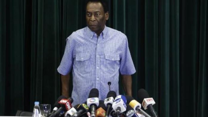 La légende du football Pelé, à nouveau hospitalisé au Brésil