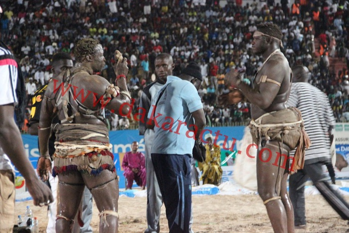 Tournoi TNT : les images du combat Tapha Tine contre Ama Baldé au stade Demba Diop