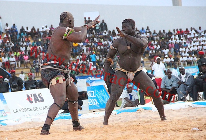 Tournoi TNT : les images du combat Zoss contre Gouye-Gui au stade Demba Diop
