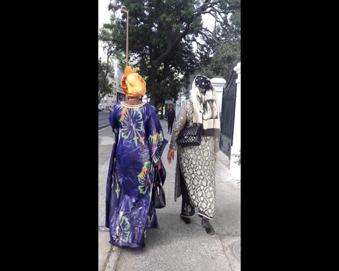 VIDEO : Marième Sall en promenade dans les rues de Dakar