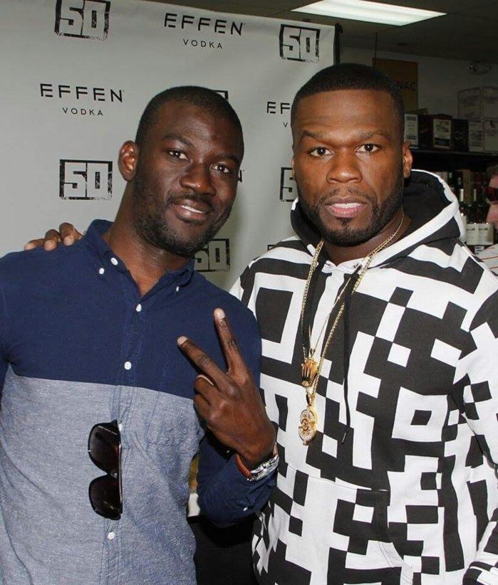 USA : le paparazzi Gomis pose avec le rappeur américain 50 Cent