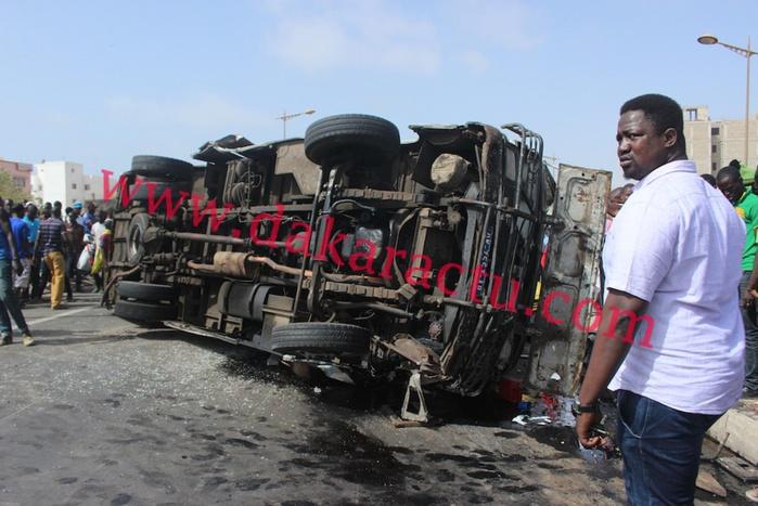 """Les images de l'accident du bus """"Tata"""" de la ligne 34 reliant la ville à Nord Foire"""