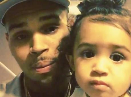 Chris Brown : avec sa baby mama, la guerre est déclarée !