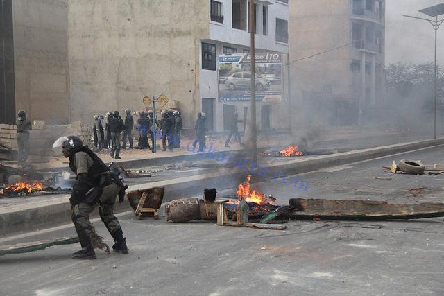 Dakar privée d'eau et d'électricité toute une soirée : des manifestations à Yoff