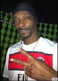 Du PSG au Barça, la collection de maillots du rappeur Snoop Dogg