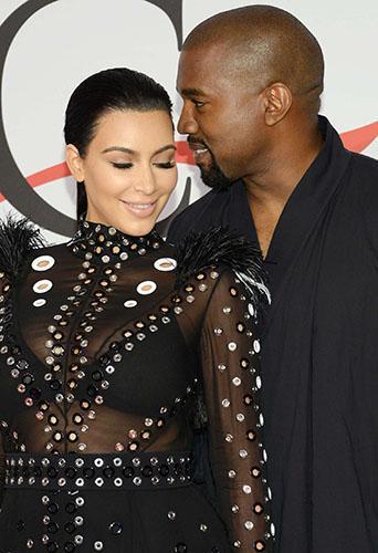 Kim Kardashian tout en transparence pour son premier redcarpet de femme enceinte !