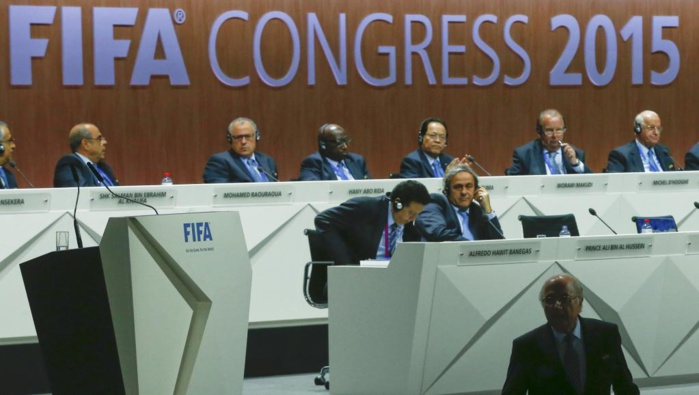 Fifa : la succession de Sepp Blatter, un enjeu presque géopolitique