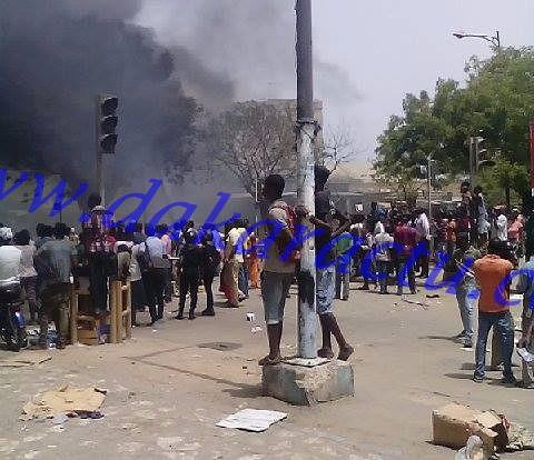 IMAGES EXCLUSIVES-Les magasins de Petersen réduits en cendres : Les volontaires de la mairie de Dakar indexés