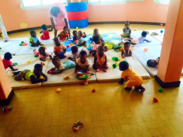 Cérémonie de remise de dons aux orphelins de la Pouponnière de Médina