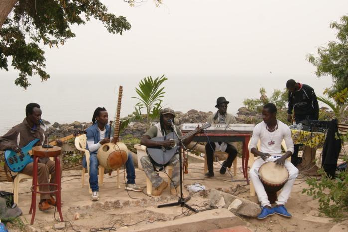 Amikel Band : Quand la musique sénégalaise embrasse le folk…
