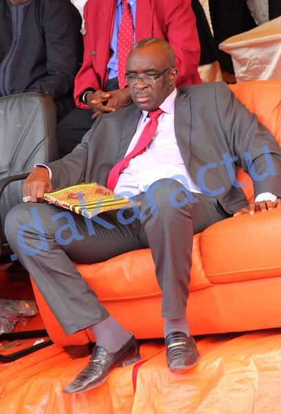 Moustapha Cissé Lô pique une sieste après une rude bataille au sujet d'une proposition de mandat unique de 7ans à Macky Sall