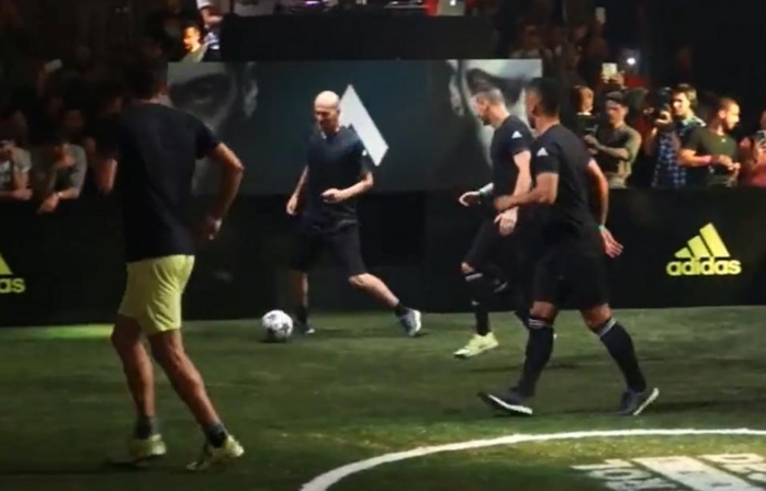 Zidane : En plein match de football avec ses fils