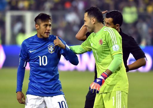 Brésil: la justice ordonne au père de Neymar de présenter les documents du tranfert au Barça