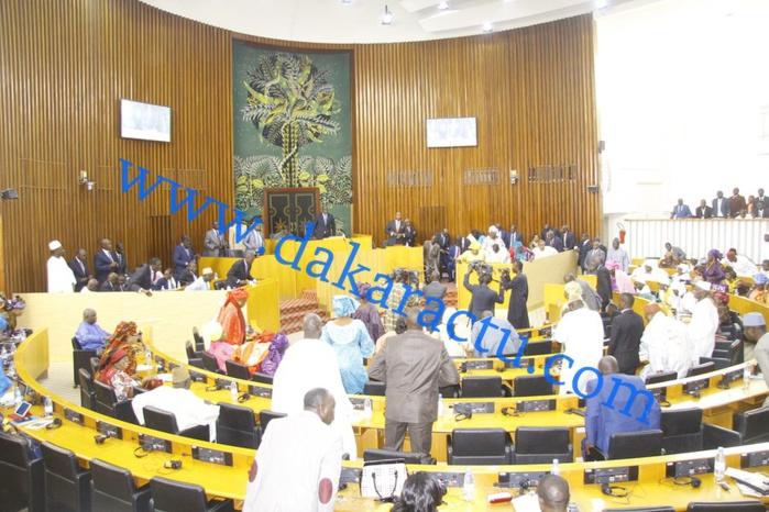 Réunion houleuse à l'Assemblée nationale hier : Oumar Sarr boude, Adja Dieynaba N'diaye claque la porte de Benno