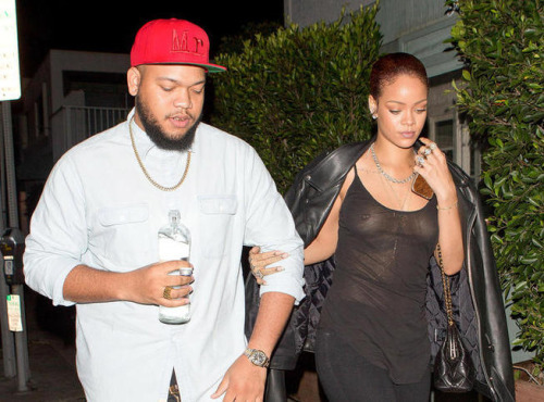 Rihanna en haut transparent et sans soutien-gorge pour dîner avec son frère
