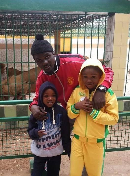 SOUVENIR : Pacotille en compagnie de ses deux enfants au Parc zoologique de Hann.