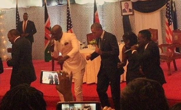 Au Kenya, Obama esquisse des pas de danse
