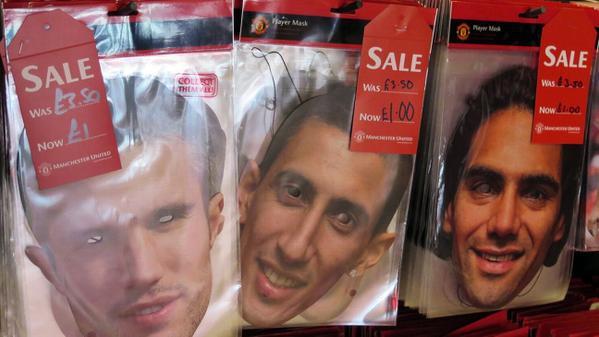 Les masques de Di Maria en soldes à Manchester