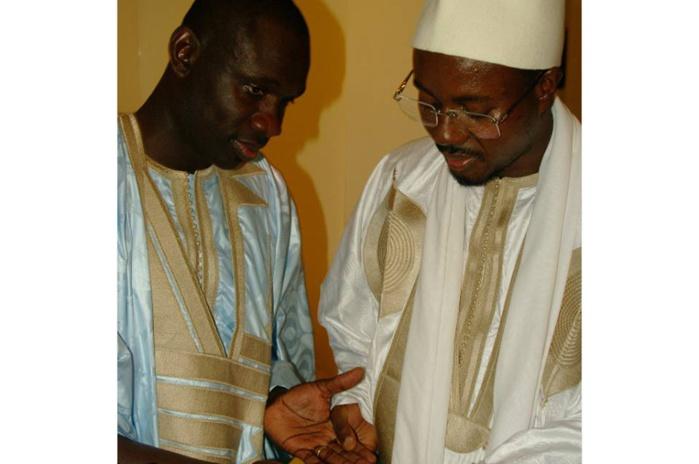 Quand Pape Diouf reçoit les prières de son marabout abondamment chanté, Serigne Bass Abdoul Khadre