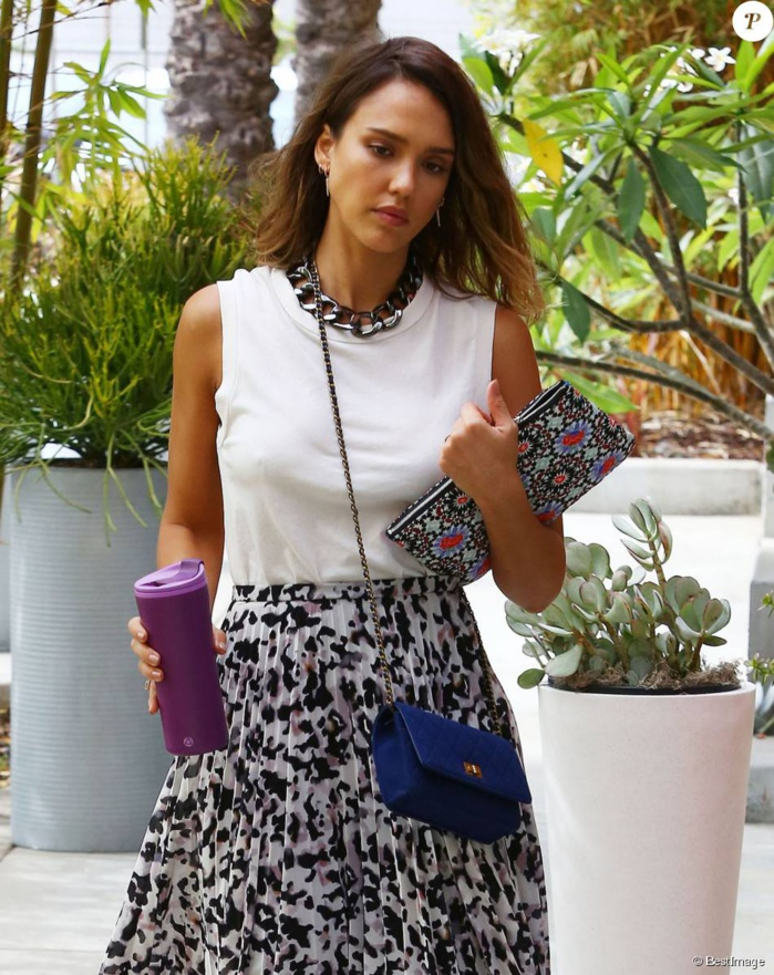 Jessica Alba : Des clients de Honest mécontents, la star riposte avec ses filles