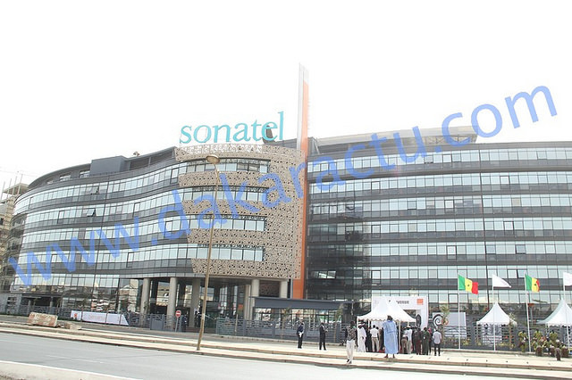 """Alioune Ndiaye directeur général de la SONATEL : """"personne n'est sous écoute et la SONATEL ne dispose ni de service d'écoute ni de service qui emmagasine les SMS"""""""