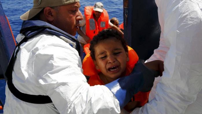 Accueillir les migrants, enterrer les victimes : l'Italie au front