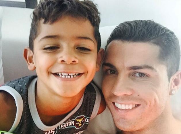 Cristiano Ronaldo : au calme avec son fils avant la reprise