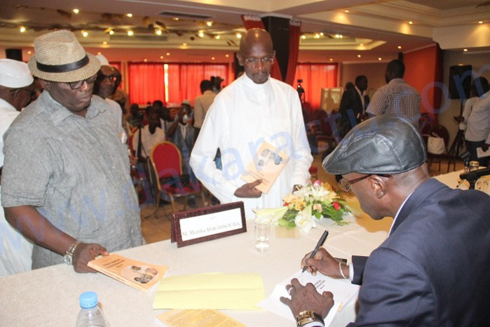 Les images de la cérémonie de dédicace du livre du journaliste-écrivain, Moriba Magassouba intitulé « Tchad-Sénégal La Machination acte II »