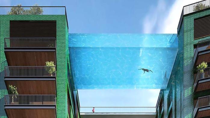 Une incroyable piscine transparente reliant deux immeubles londoniens