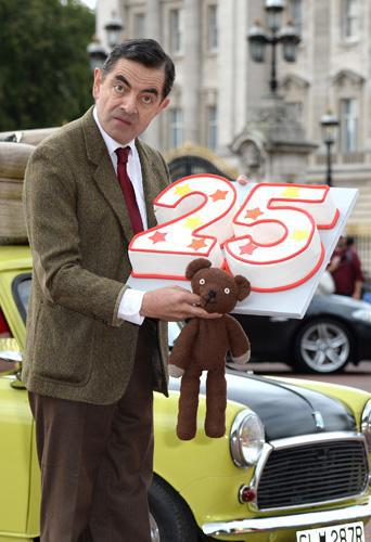 Mr Bean : Il s'offre un anniversaire loufoque pour ses 25 ans !