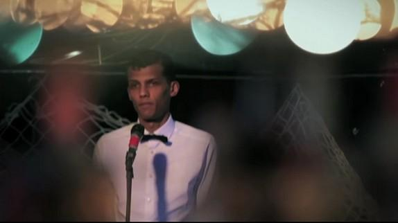 "Stromae : incognito, il chante ""Formidable"" dans un bar de Seattle"