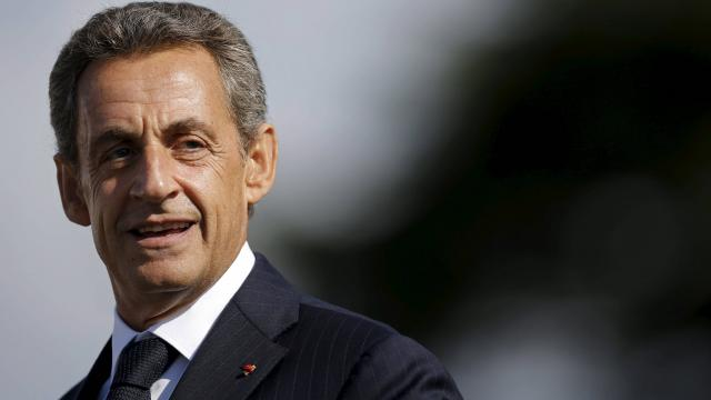 Sarkozy / Vexé par la taille de son nom, il fait refaire les cartons