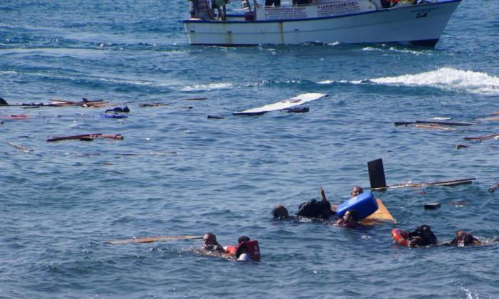 Naufrage d'une barque de migrants à Mayotte : 3 morts, plusieurs personnes encore recherchées