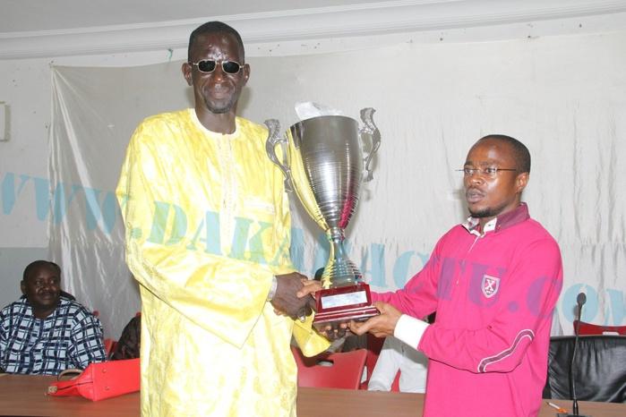 Thiès : Le vice-président de l'Assemblée nationale, Abdou Mbow, offre des dons aux jeunes de la commune