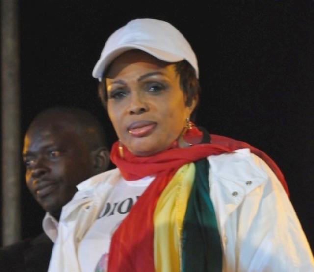 Afrobasket Féminin 2015 : La styliste, Diouma Dieng Diakhaté offre 3 millions aux Lionnes du basket.