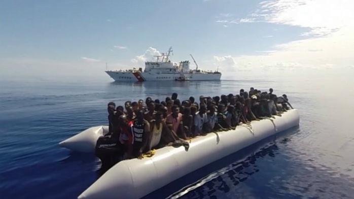 L'UE renforce l'opération navale contre les passeurs en Méditerranée