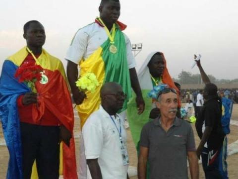 Tournoi de lutte de la Cedeao : Le commissaire hué par la foule, le ministre Matar Ba abonné au retard