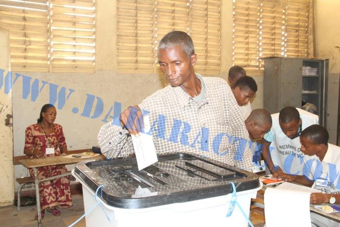Présidentielle guinéenne à Dakar : Les images du déroulement du vote à l'école de Médina