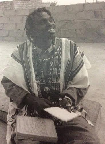 """SOUVENIR : Le chanteur sénégalo-gambien Moussa Ngom en mode """"Baye Fall"""" dans sa jeunesse"""