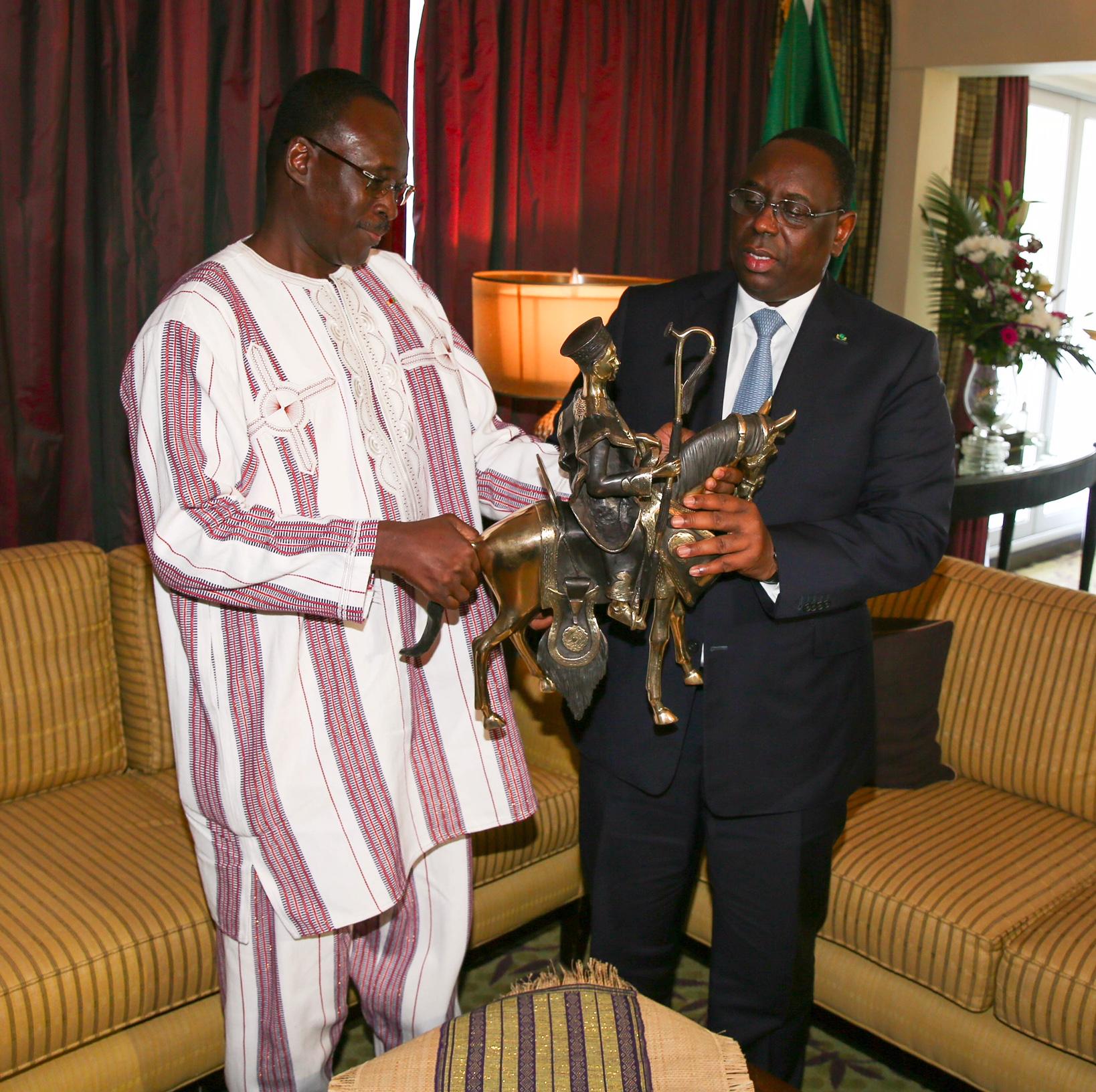 Reçu par Macky Sall : Le PM Isaac Zida, porteur d'un message de remerciement du Président Burkinabé