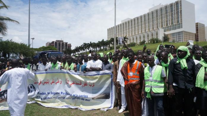 Les mourides déferlent dans les rues de Libreville sur les traces de Cheikh Amadou Bamba (IMAGES)