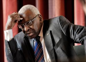 Athlétisme - IAAF/dopage : le Comité International olympique suspend provisoirement Lamine Diack (Officiel)