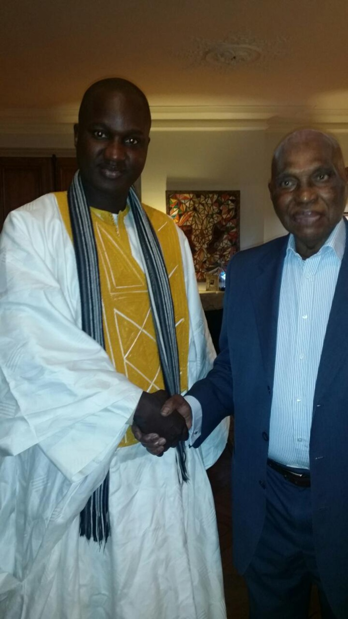 Au nom du mouvement Apel 221, Serigne Abdou Khoudoss M'backé reçu par Wade à Versailles