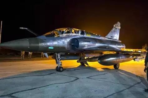 La France bombarde «massivement» le fief de l'État islamique à Raqa