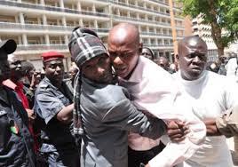 PIKINE : Youssou Touré provoque un responsable libéral et le boxe